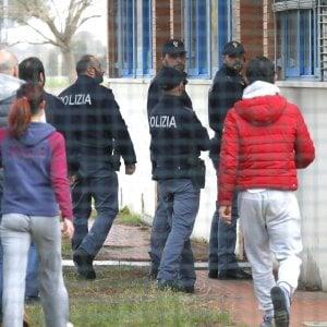 Pisa, l'autopsia conferma: la bambina soffocata da una spugna