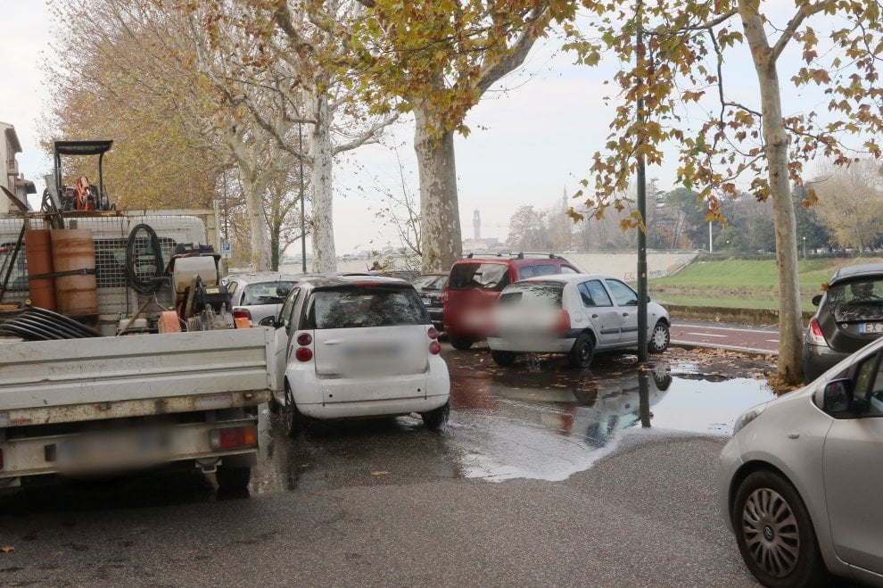 Firenze si rompe tubo dell 39 acqua sotto la ciclabile del for Riduzione del rumore del tubo dell acqua