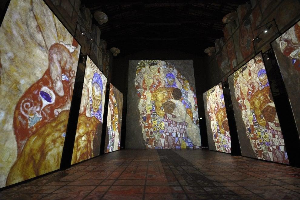 Maxischermi, realtà virtuale e oltre 700 immagini: a Firenze la Klimt Experience