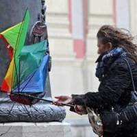 Il maltempo gela la Toscana: un ferito sulle Apuane, viale chiuso a Viareggio