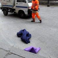 Borsa viola sospetta in piazza Duomo: dentro c'era un sacco a pelo