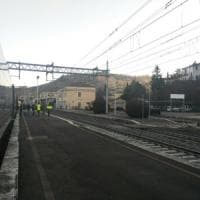 """Guasto a un Italo sulla Firenze-Roma, si bloccano 3 treni: """"Fermi per ore in aperta..."""