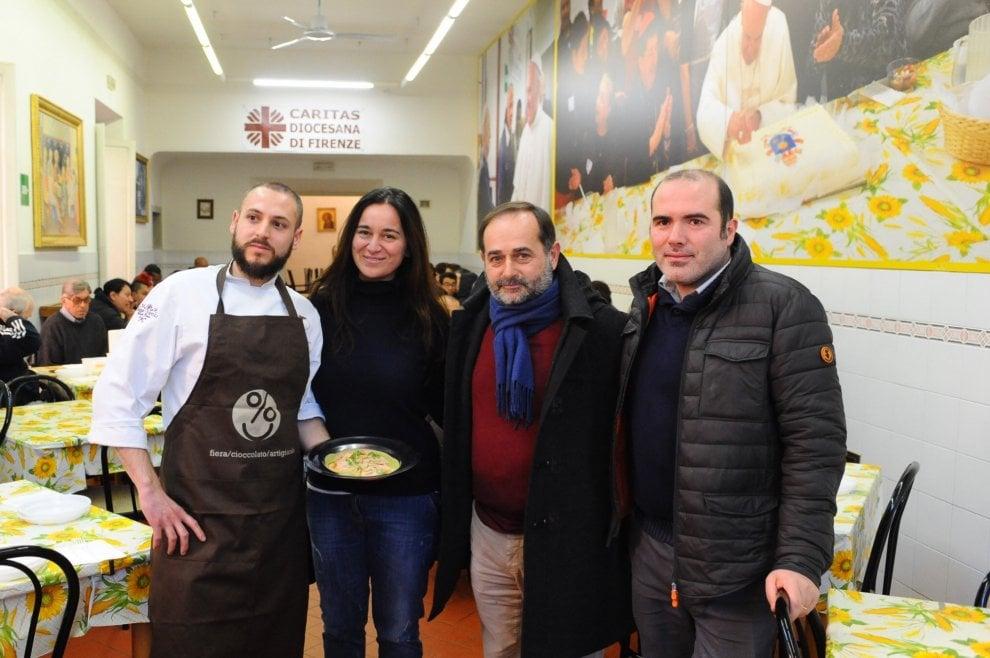 Firenze, alla Fiera del cioccolato lo chef cucina il pranzo per i senzatetto