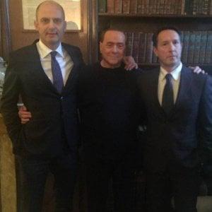 """Berlusconi """"benedice"""" il candidato sindaco di Lucca"""