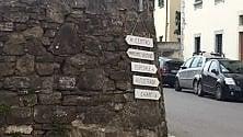"""Cinque vie, cartelli stradali """"fatti in casa"""""""
