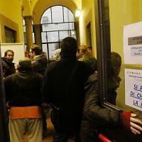 Firenze, coppia di anziani sfrattati: blitz del comitato inquilini all'ufficio