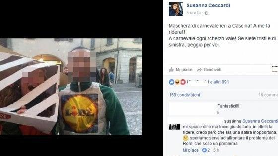 Rom in gabbia trasformata in maschera di Carnevale: polemica della sindaca