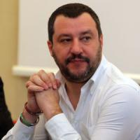 Salvini modifica il post sul video delle rom in gabbia a Follonica