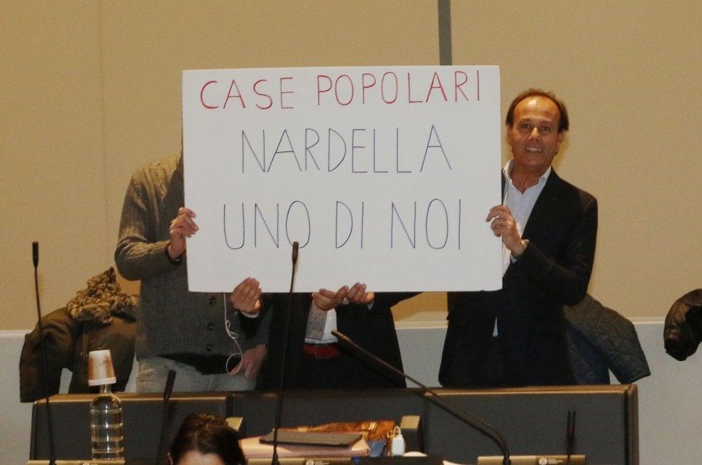 """Firenze, Forza Italia: """"Nardella uno di noi"""". Lui: """"Vi piacerebbe"""". Sulle case popolari, la guerra dei cartelli in consiglio"""
