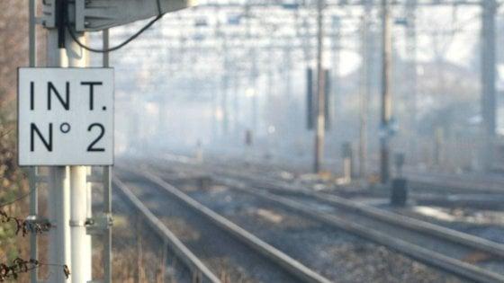 Livorno: 43 anni, fugge dal reparto psichiatria e si butta sotto il treno