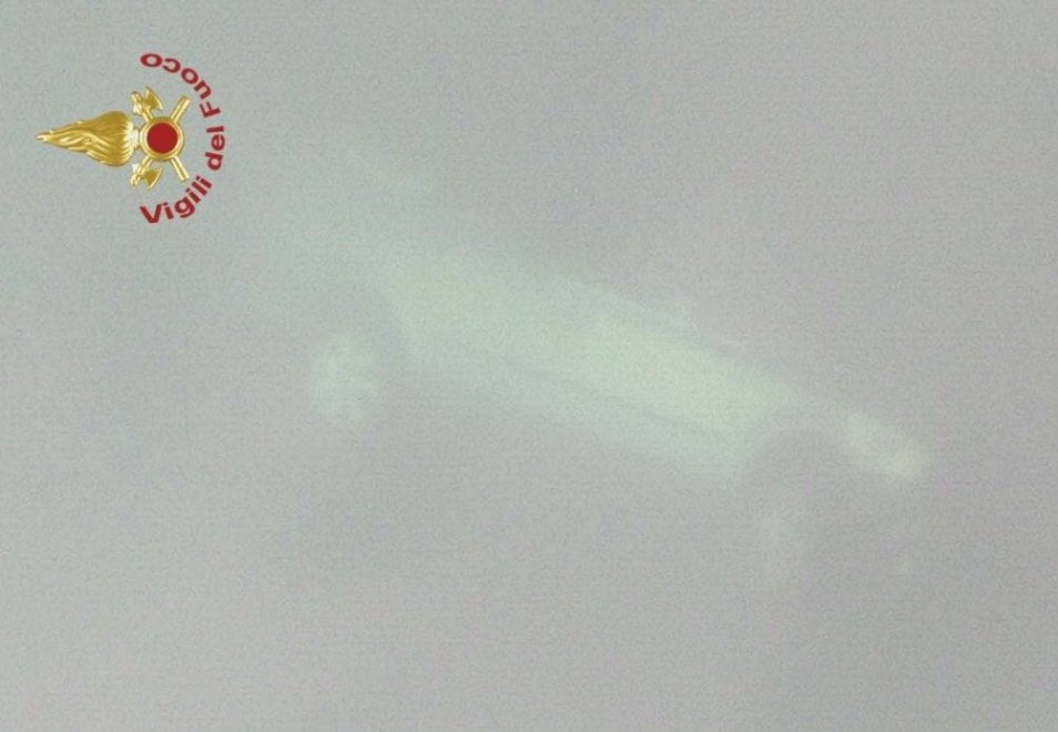 Auto vola giù dal ponte nel Pisano: tre vittime