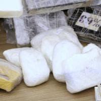 In un garage di Livorno il centro di raffinazione della droga: veniva spedita
