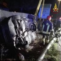 Pisa, fugge al posto di blocco e provoca maxi incidente: tre feriti