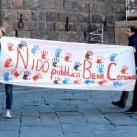 """Firenze, flash mob contro gli appalti nelle scuole: """"Assumere si può e si deve"""""""