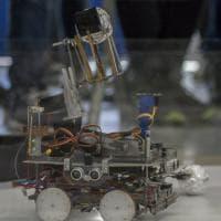 Pisa, i ragazzi costruttori di robot che ballano e giocano a pallone