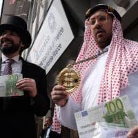 Firenze, finti sceicchi protestano contro la flat tax
