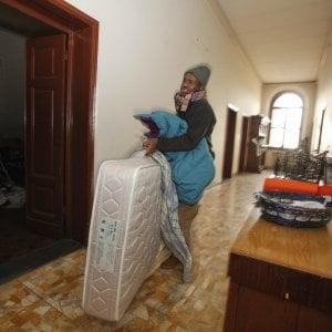 Firenze, occupazione dei somali in via Spaventa: il padre gesuita attacca il Comune