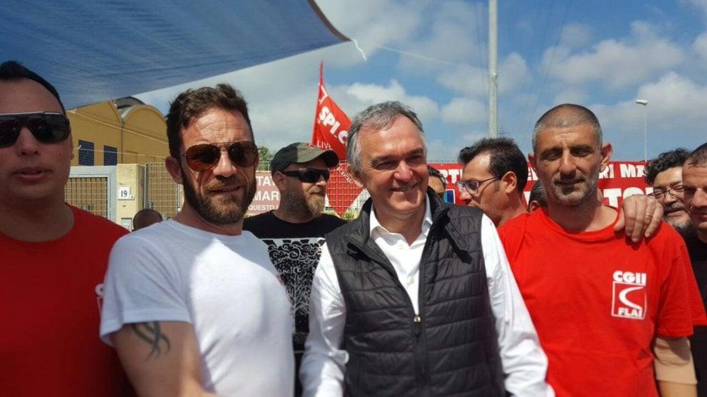 Livorno, la Pasqua del presidente Enrico Rossi con i licenziati della Grandi Molini