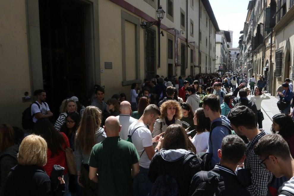 Assalto ai musei di Firenze, centralino in tilt