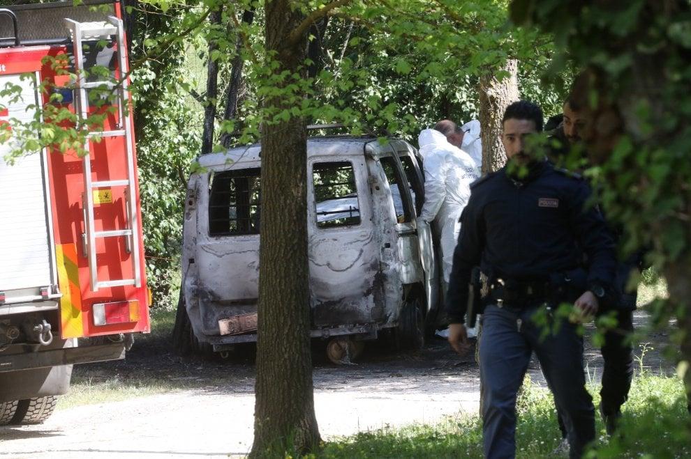 Muore bruciato nel furgone davanti a un agriturismo a Firenze