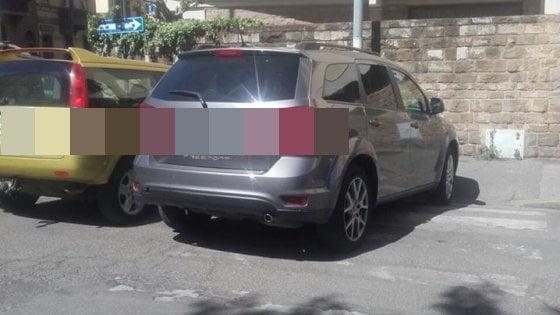 Firenze: il sindaco parcheggia sulle strisce, foto pubblicata sui social