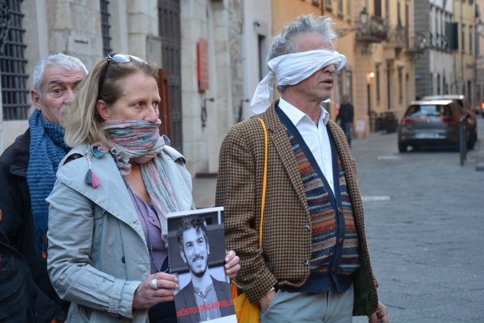 "Flash mob a Prato: ""Liberate Gabriele Del Grande"""