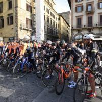 Firenze, la gran fondo di ciclismo parte da piazza Signoria