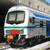 Camaiore, rissa tra tifosi sul treno in stazione: un ferito