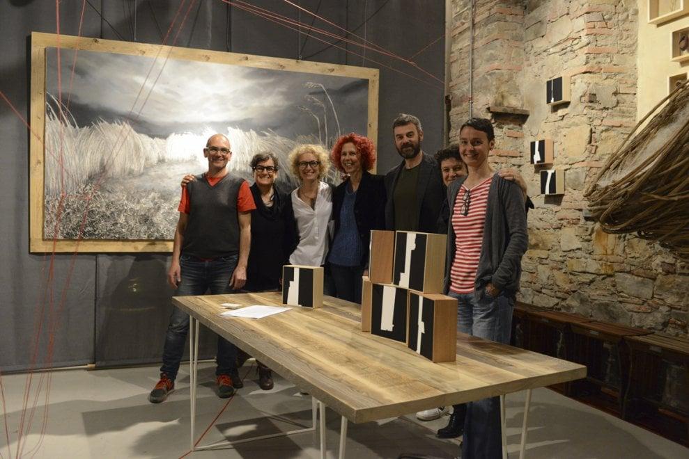 Lucca, il filo rosso che unisce sei artisti e designer
