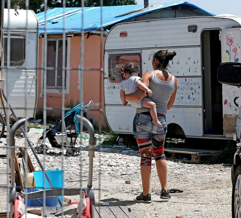 Gruppo Facebook espelle chi difende i rom a Coverciano