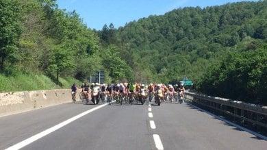 Il Giro d'Italia in autostrada   Foto    l'A1 Panoramica entra nella storia
