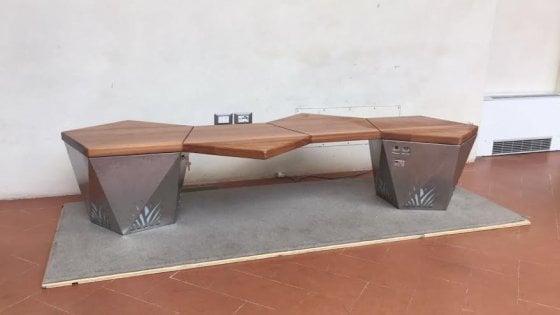 Firenze, al Museo del Novecento la prima panchina intelligente: con wifi e sensori
