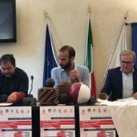 Firenze, un nuovo pallone per il calcio storico donato dai terremotati