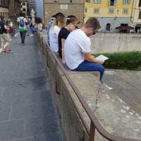Firenze, le barriere inutili su Ponte Santa Trinita. Il sindaco: le cambiamo