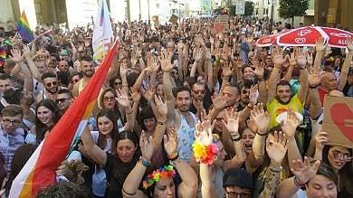 """Arezzo, il giorno del Toscana Pride.  """"Siamo in diecimila""""    foto     Video"""