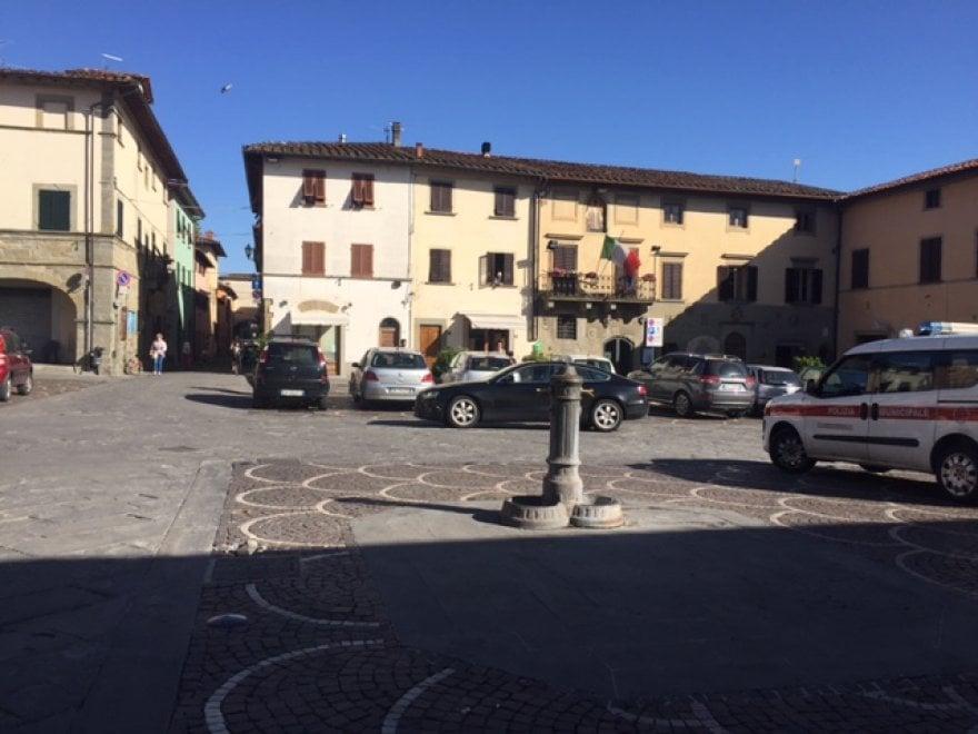 Castelfranco di Sopra, la piazza dove è morta la piccola Tamara