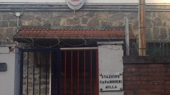 """""""Profugo? Una randellata nel muso"""". Le intercettazioni shock dei carabinieri arrestati in Lunigiana"""