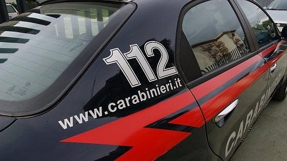 Pisa, molotov contro due auto della polizia penitenziaria