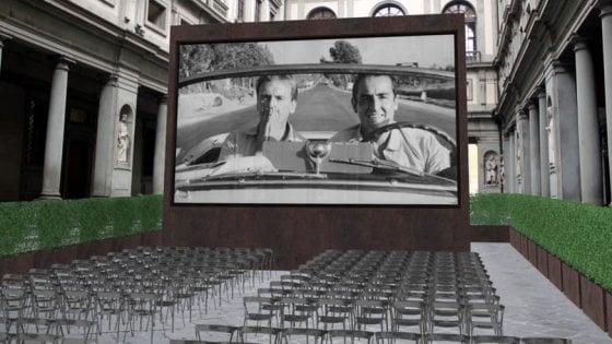 Firenze, la prima volta del cinema all'aperto nel piazzale degli Uffizi