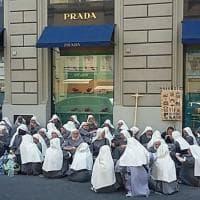 Il picnic delle suore nel centro di Firenze scatena l'ironia social contro il sindaco Nardella