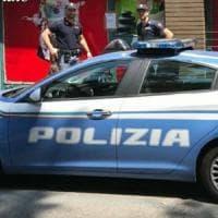 Firenze, finestra aperta di notte per il caldo: entrano i ladri