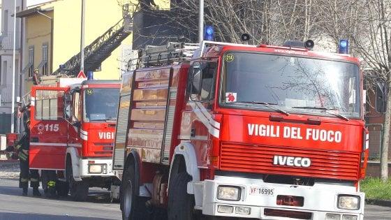 Firenze fuoco su bus in via bolognese for Bagno a ripoli firenze bus