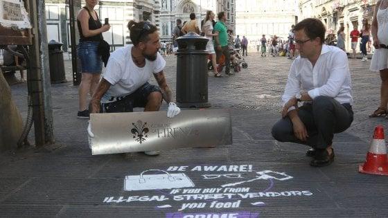 """Firenze, scritte """"bio"""" sulle strade contro gli abusivi"""