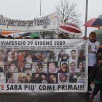 Viareggio, un corteo nell'ottavo anniversario della strage