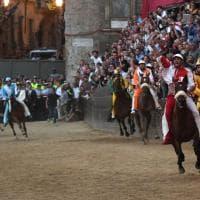 Palio di Siena: il 35° trionfo della Giraffa e il quinto di 'Scompiglio'
