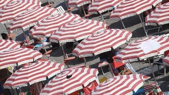 Pietrasanta ombrellone gratis per le famiglie povere - Bagno biancamano tonfano ...