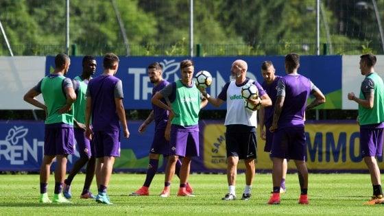 Viola in ritiro. Fiorentina al 'fresco' di Moena ma Firenze 'brucia'