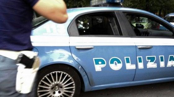 Prato, molesta una ragazza di 15 anni e ferisce un agente di polizia