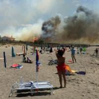 Incendi, la Toscana brucia. A Capalbio evacuati due campeggi