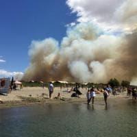 Al lavoro da 20 ore, malore per un vigile del fuoco durante un rogo a Pistoia